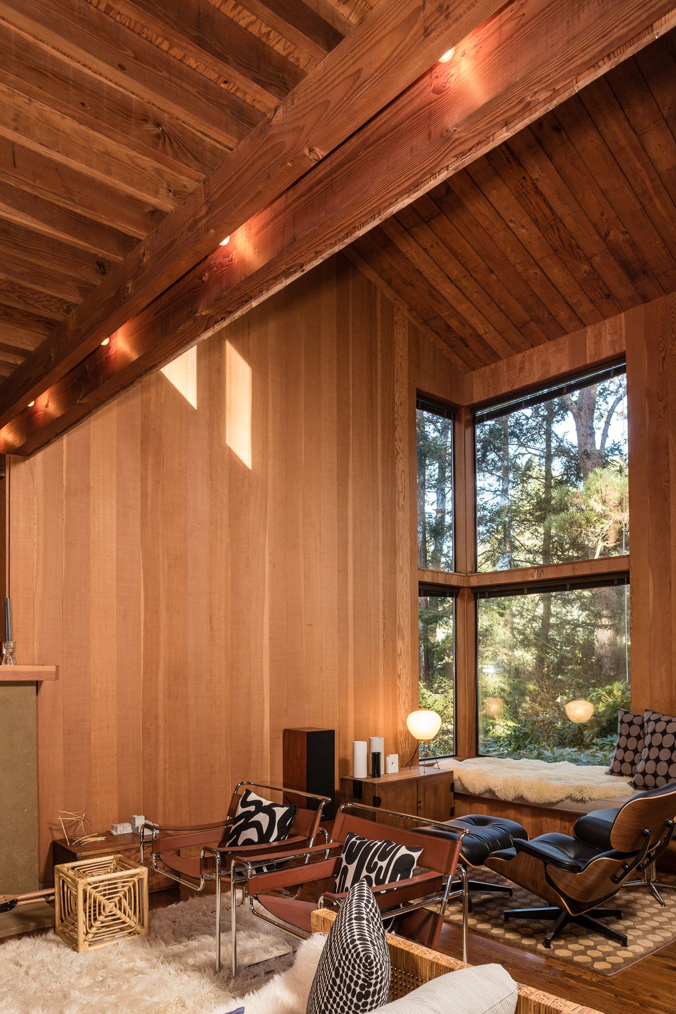Photo 9 Of 14 In A Historic Sea Ranch Stunner Is On The Market For