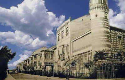 Postal de 1900 donde se ve el aspecto original del Madrid Moderno con uno de los torreones de la esquina en la calle Castelar en primer término.