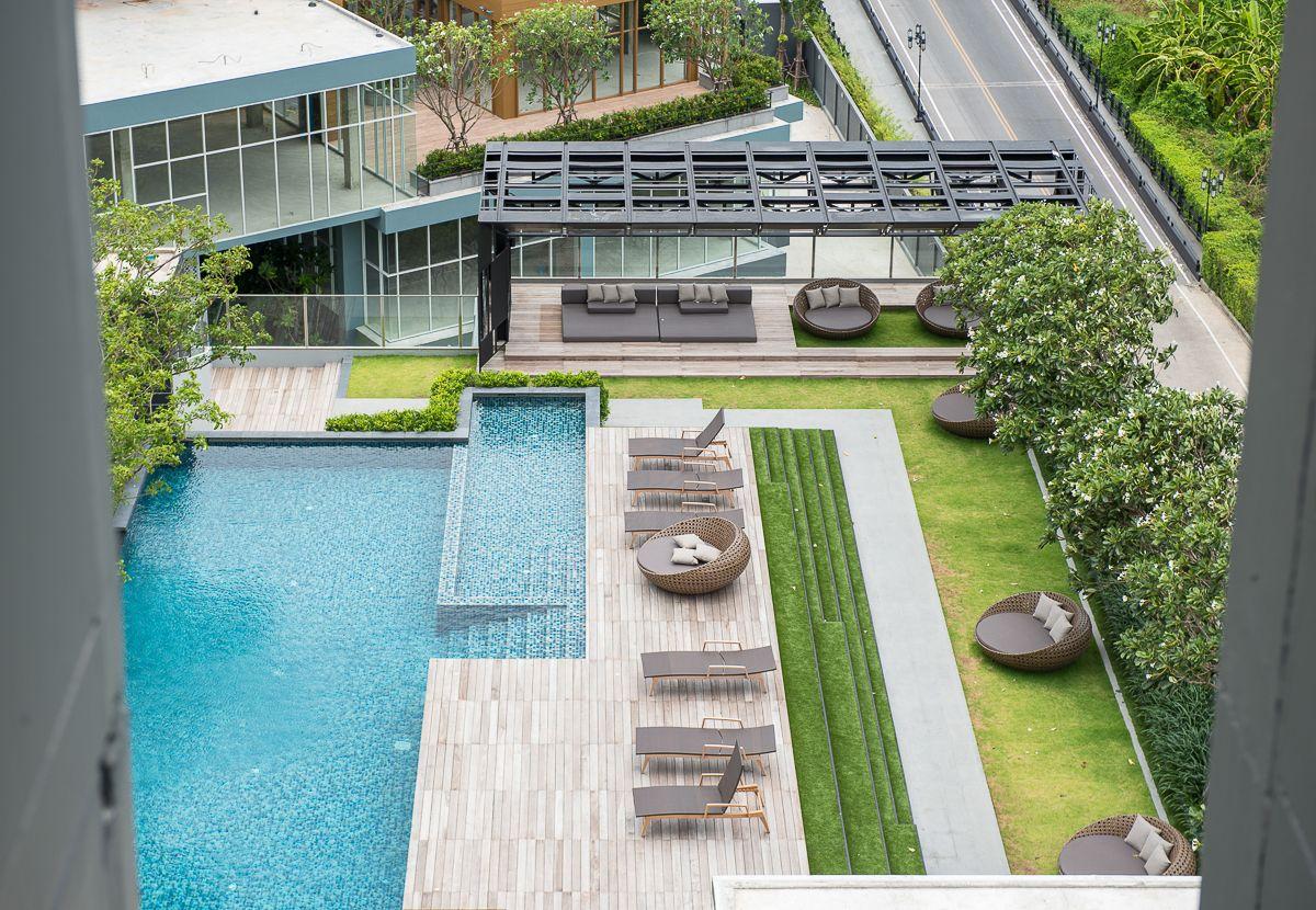 The base park west sukhumvit 77 swimming pool for Rooftop pool design