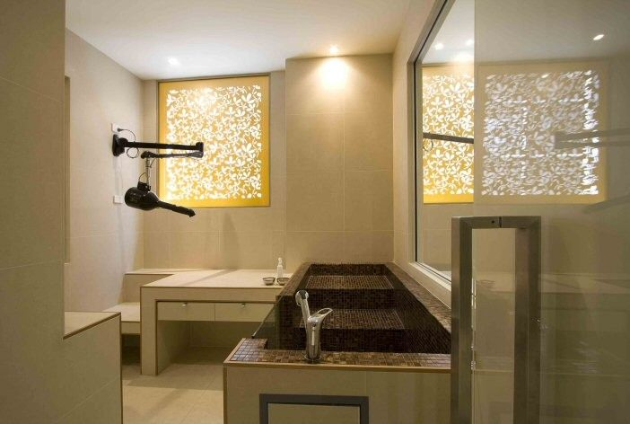 Grooming salon. Bathing room, 2 tub and drying station. | Grooming ...