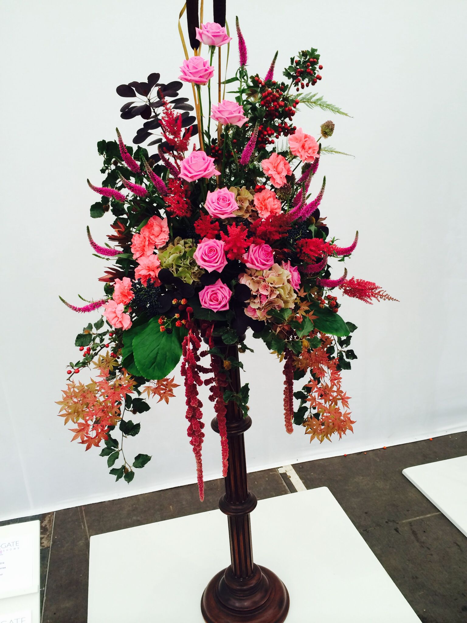 Freestanding flower spray displays with lovely #pink colours
