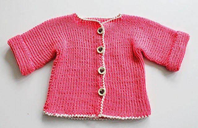 GREITZAN: Babykofta stickad i ett stycke med knappar från