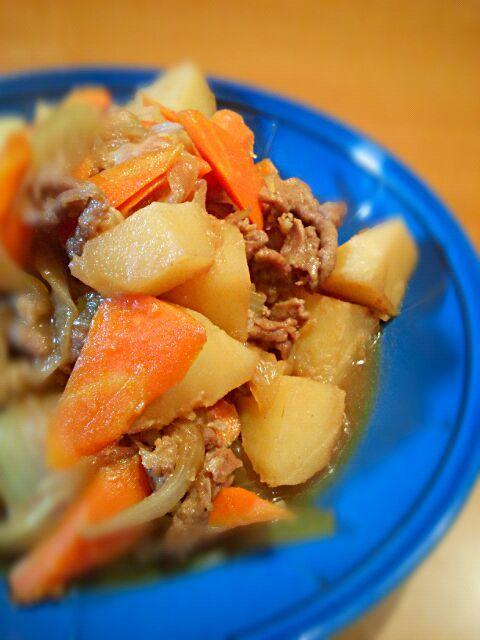 実家で採れたジャガ芋と玉葱で肉じゃが~寒い日はホクホクが美味しい(*´艸`*) - 9件のもぐもぐ - 肉じゃが♬ by ゆっと