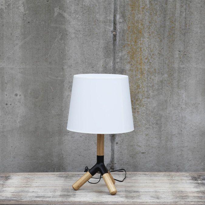Verlichting Calvin small is een eigentijdse aanvulling op uw interieur. De combinatie van de verschillende materialen en het zwarte detail op de poot maakt van Calvin een unieke lamp.  Door de ronde vormen krijgt Clavin een trendy uitstraling. Tafellamp Calvin is leuk te combineren met de vloerlamp Calvin big.