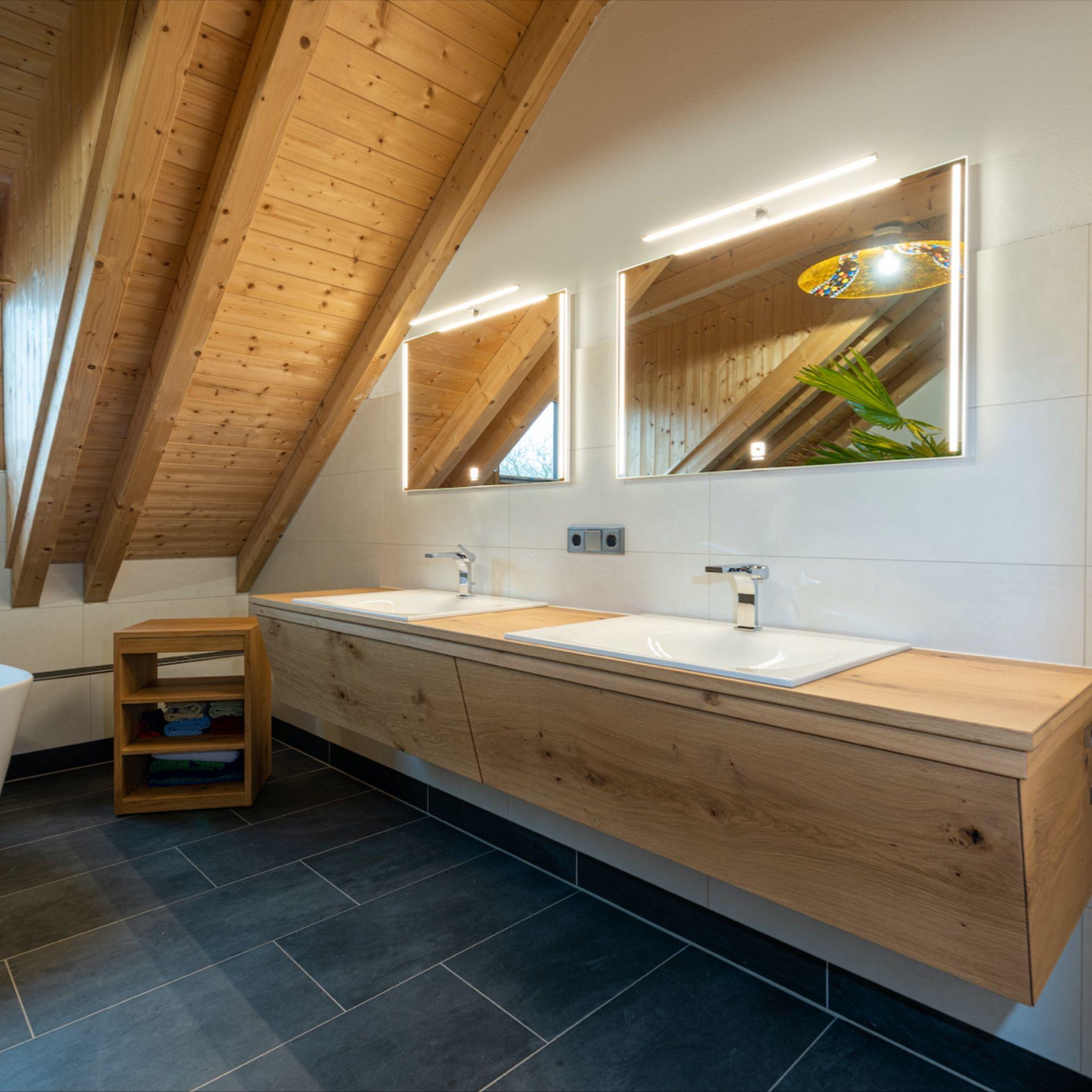 Ein Geschmackvolles Haus Mit Eiche Zirbe In 2020 Eiche Holz Eiche Zirben