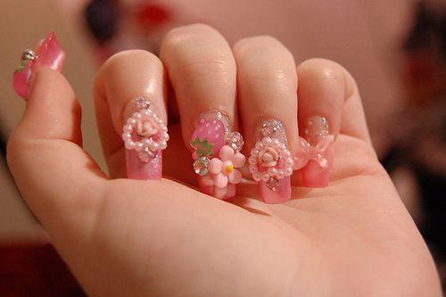 pinki nails