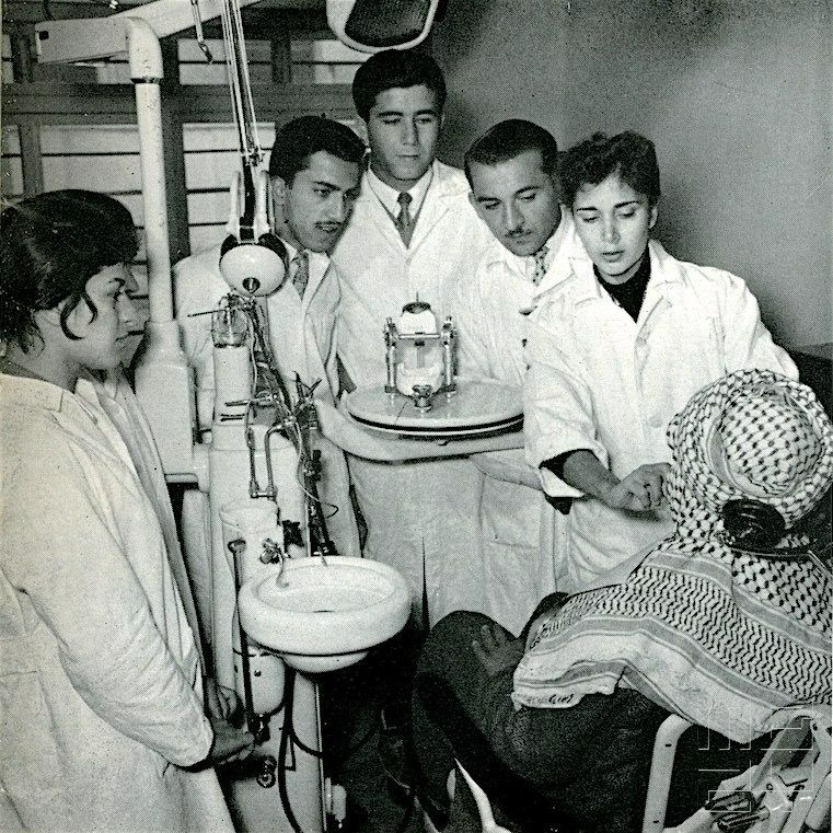 بغداد طلاب كلية طب الاسنان في مرحلة التطبيق سنة التخرج عام 1960 Students At The College Of Dentistry Baghda Baghdad Baghdad Iraq Contemporary History