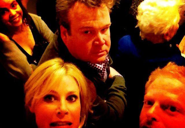Live Twitterverslag van Modern Family cast die vastzaten in de lift