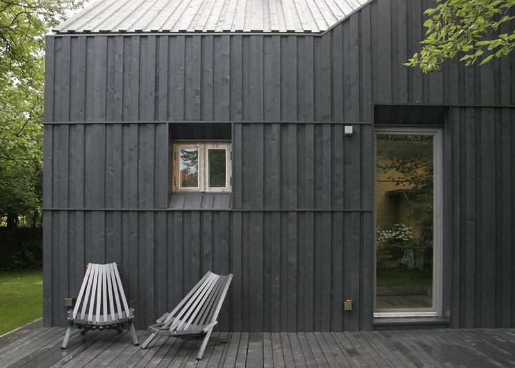 black vincent timber clad houses | This charcoal stained, timber clad home in the seaside ...