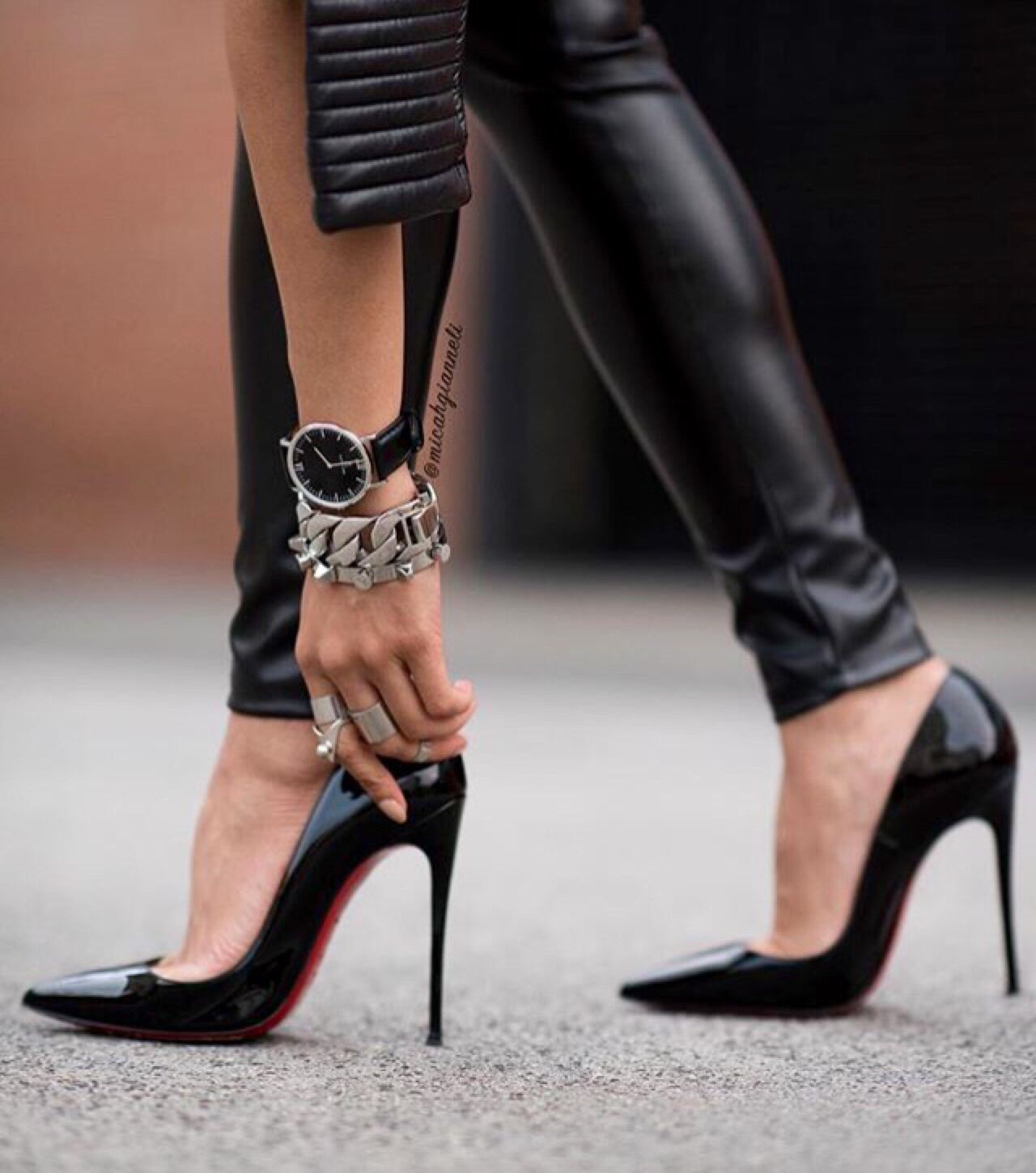 Christian Louboutin Pointed Toe Stiletto Heels. Tacchi Close-Up #Shoes # Heels #