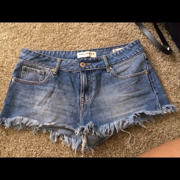 "Distressed Bullhead Shorts Medium wash denim, frayed, bullhead ""mom shorts"" from pacsun. No trades Bullhead Shorts"