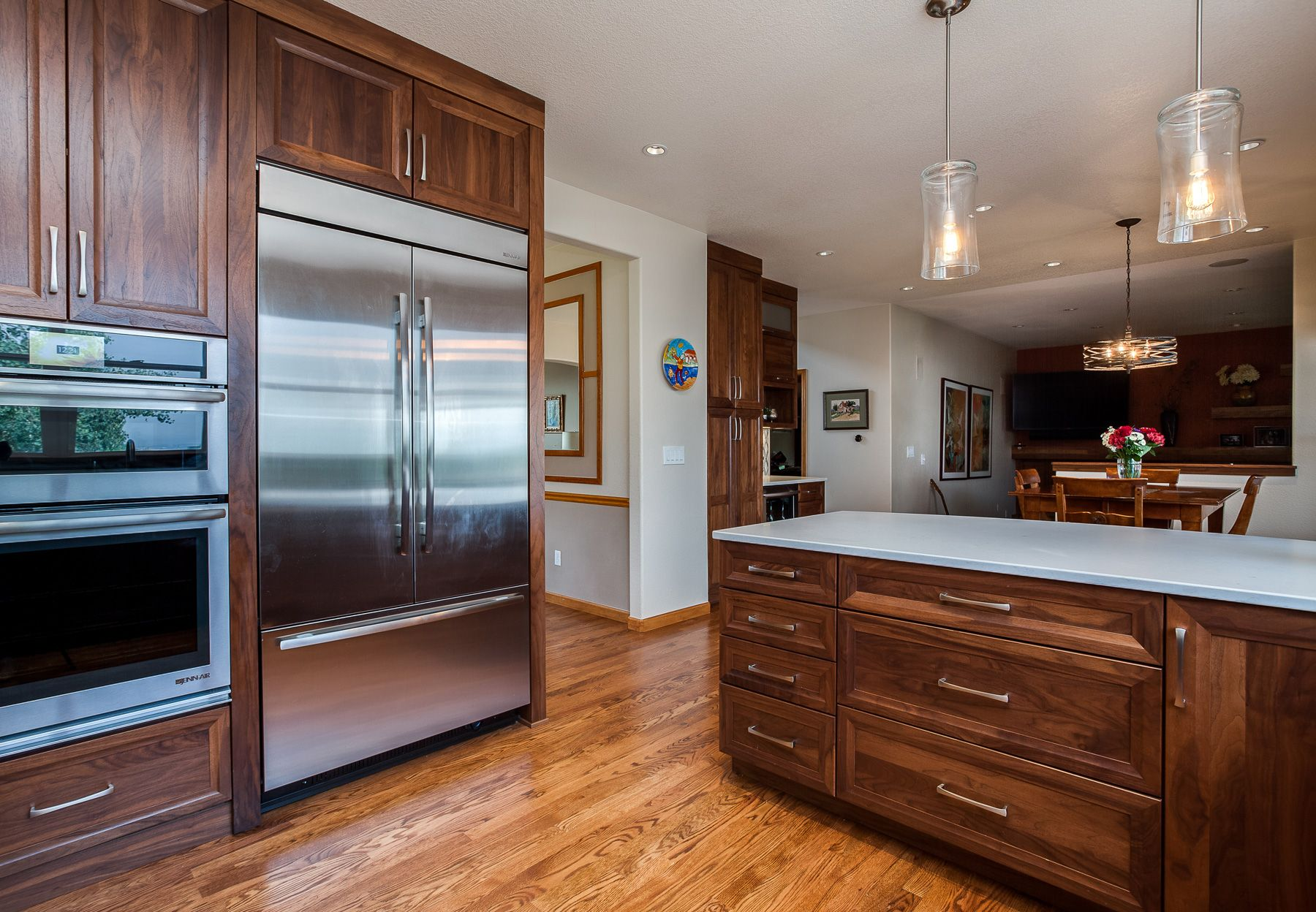 This Is Transitional Modern Design Shaker Cabinets Stained Glass Backsplash Walnut W Modern Kitchen Remodel Kitchen Remodel Design Traditional Kitchen Remodel
