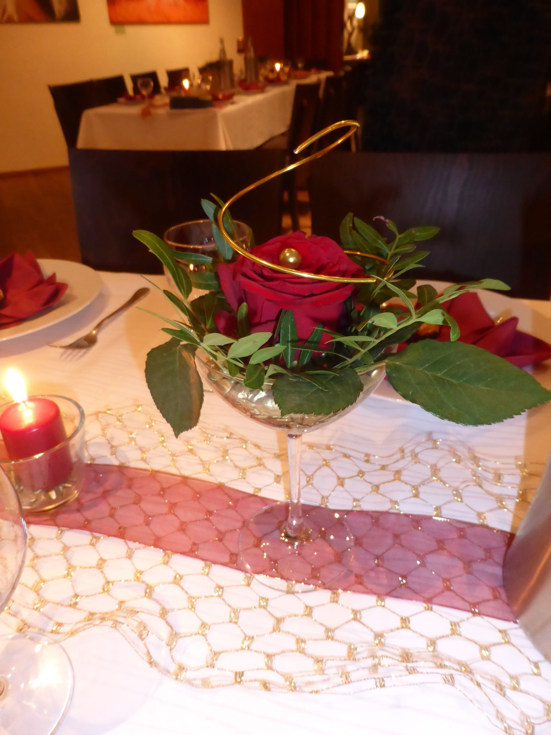 Tischdeko Goldene Hochzeit Rot Gold Rose Im Martiniglas Selbst