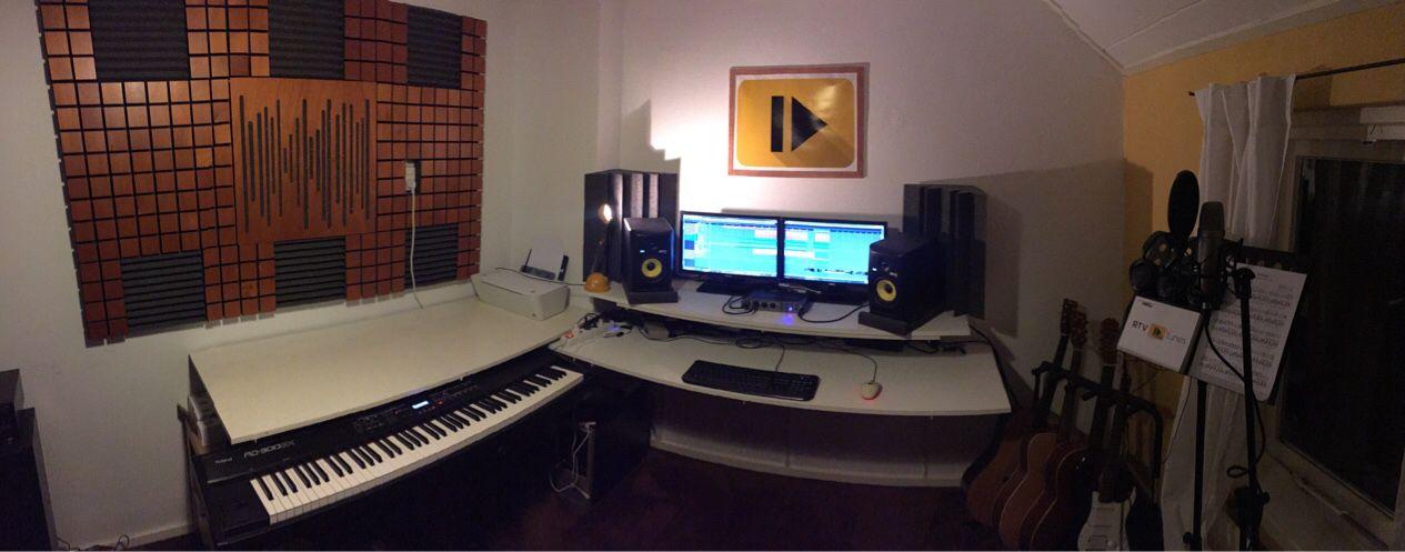 Akoestische versterking in de compositie studio.