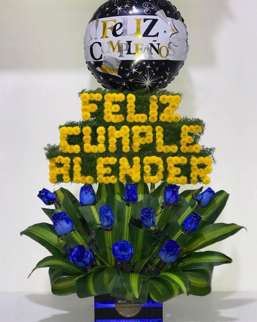 Nuestros caballeros también reciben hermosos detalles 💙💙💙 . .  Gracias por confiar en nosotros esos momentos especiales 💙 . .  Pedidos al WhatsApp al +51 986218750. 🚕🚕 Hacemos envíos en  Lima-Peru 🇵🇪 y Caracas -Venezuela 🇻🇪 . .  #felizcumpleaños #happybirthday  #cumpleaños #rosas #roses #peluche #corazon  #regalo #gift  #globos #balloons #amor #love #floristeriaenlima #floresadomicilio #floristeria #cumpleaños