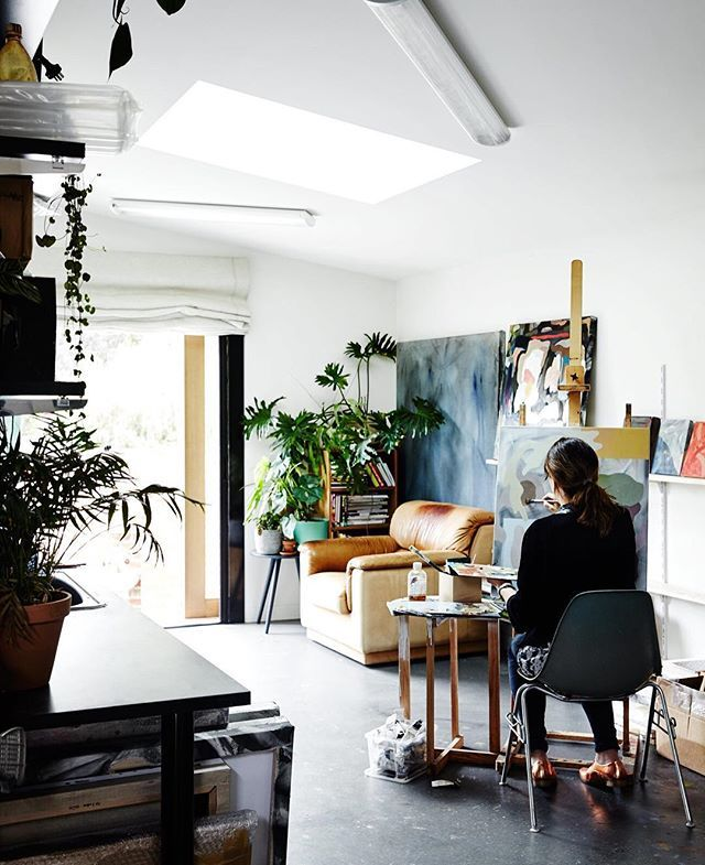 The finished home—the renovation and its new outbuilding—is not fussy or delicate. It radiates creativity both in its design and in the way it's inhabited. #interior #architecture #studio #modern #dwell  Photo by @sharyncairns Architecture by @nestarchi Story: An Unassuming Edwardian Saves the Best for Out Back To continue the story, head to the link in our bio. Part 3
