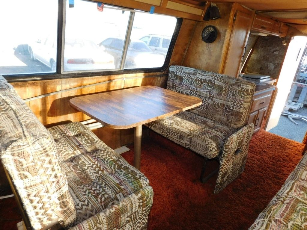 1979 Coachmen Jimmy Van Coach Motorhome 21-Feet 8-Cylinder Gas - dinette