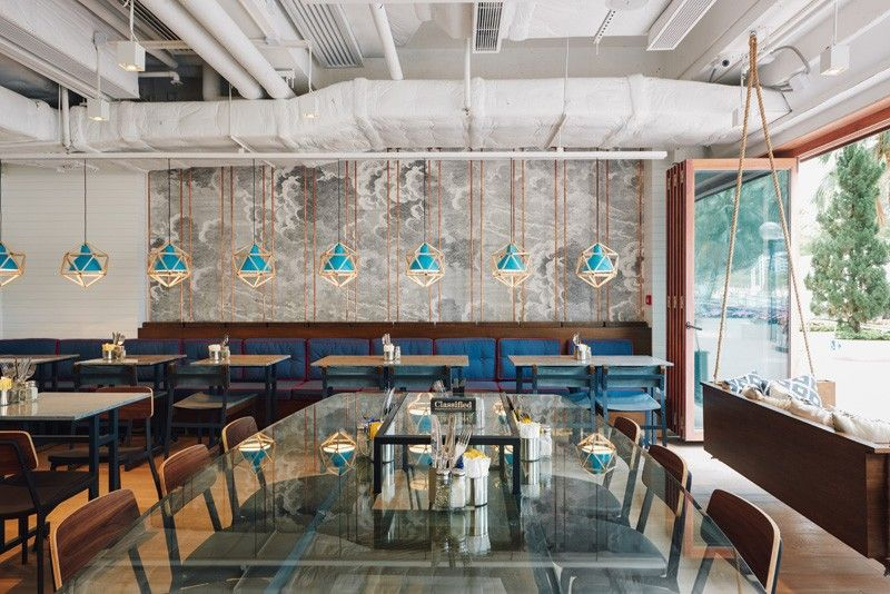 A Pair Of Swinging Sofas Greet You At This Restaurant Repulse Bay Cafe Design Restaurant Concept