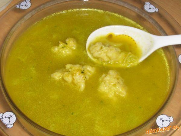 Cuketovo-kelová polievka s haluškami z ovsených vločiek aj pre detičky