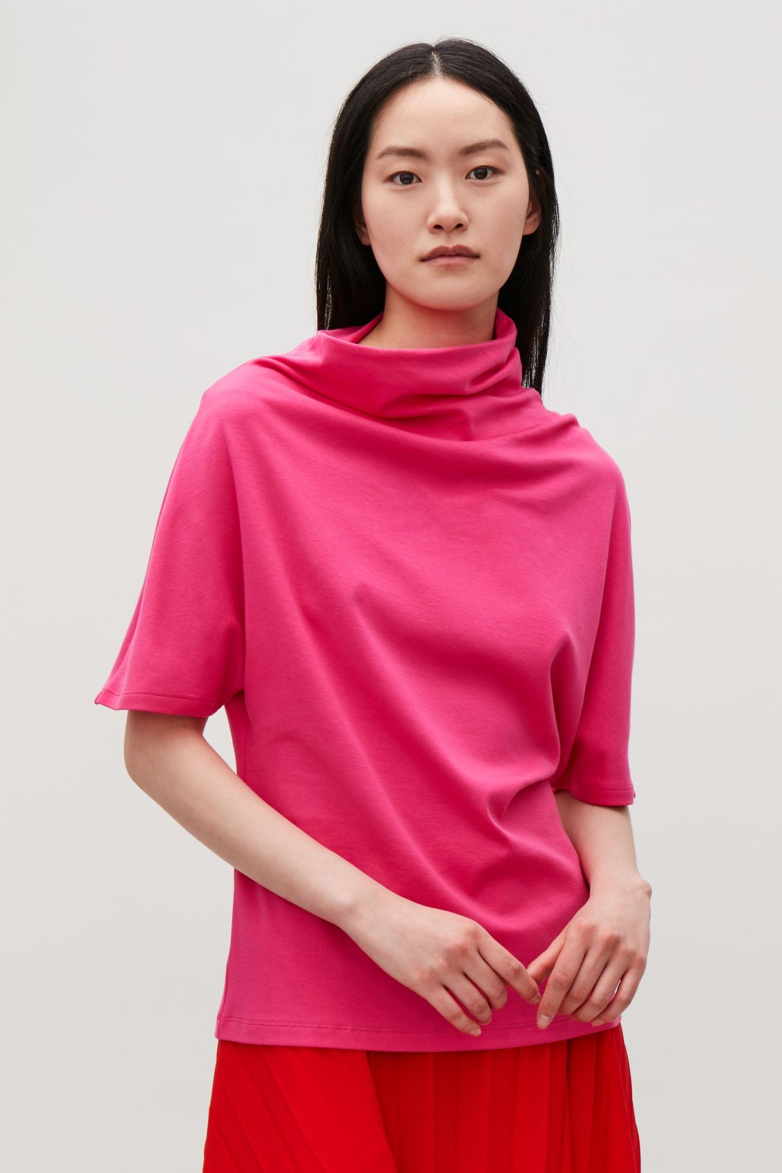 516c8835 Model side image of Cos asymmetric t-shirt in pink ...