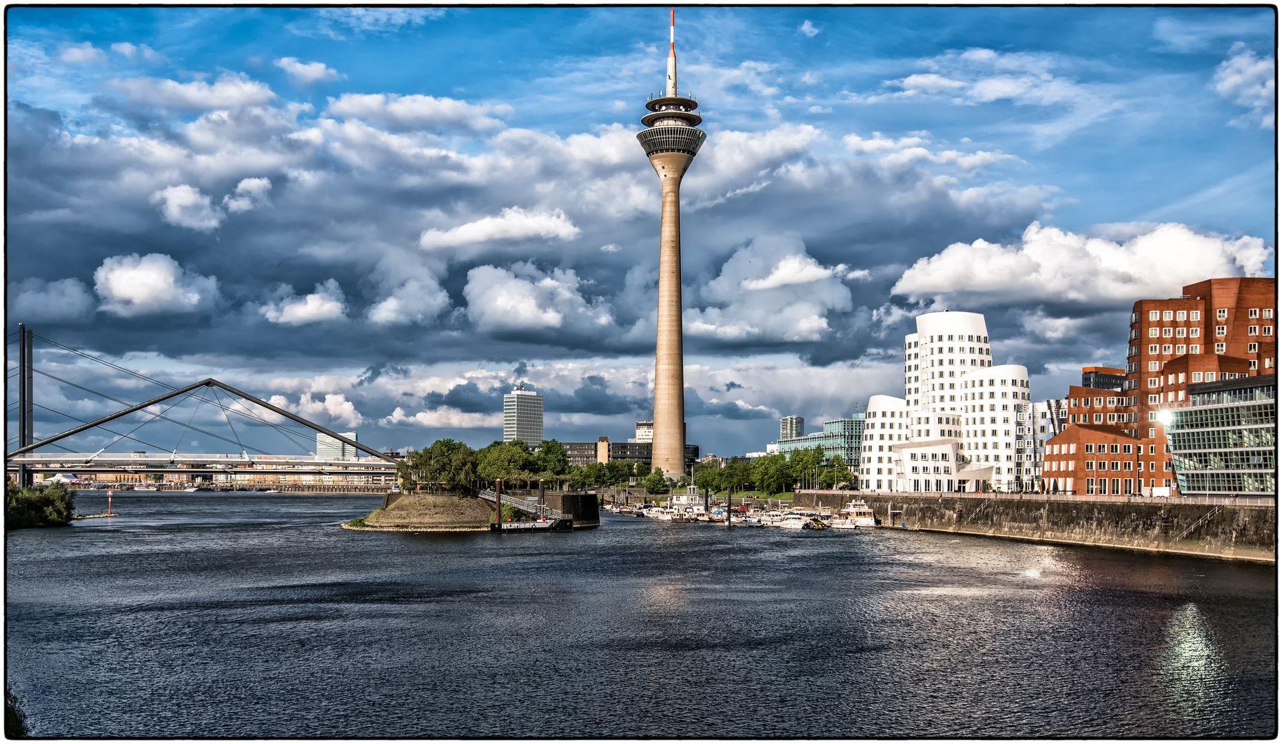 i  Düsseldorf-Rheinturm  i