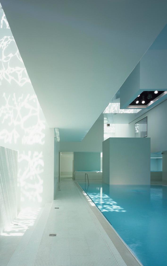 Jeux De Lumiere Aux Bainsdesdocks Au Havre Modele Architecture Architecture Interieure Piscine De France