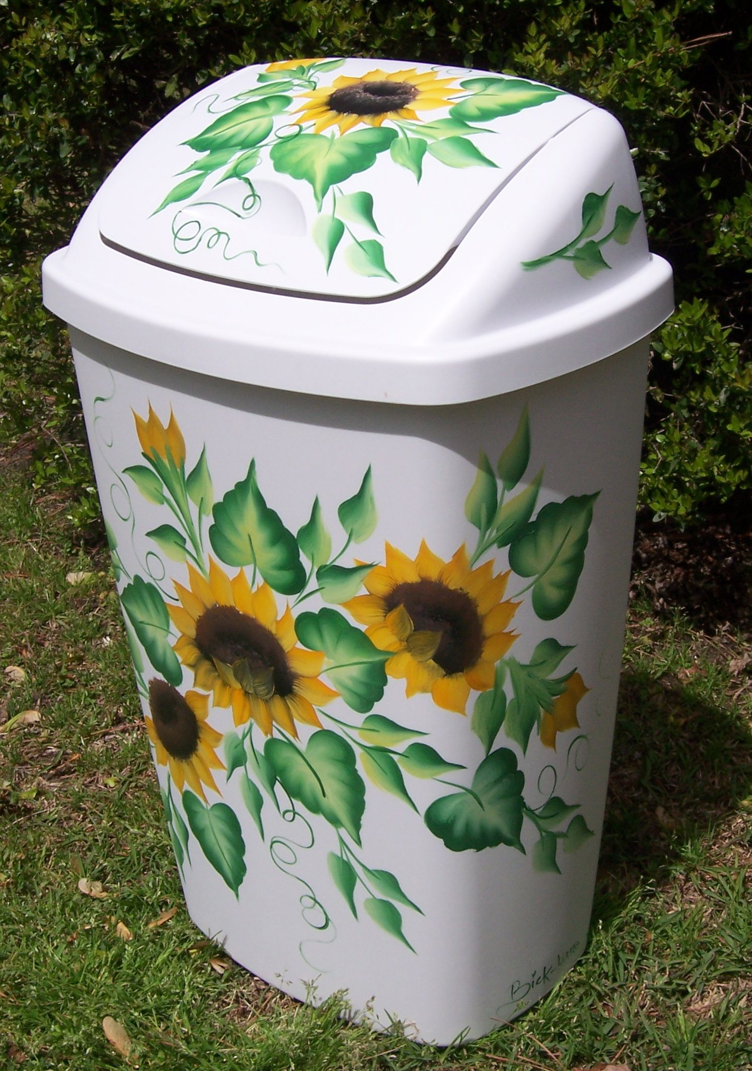 Sunflower plastic trashcan cklanecreations diy