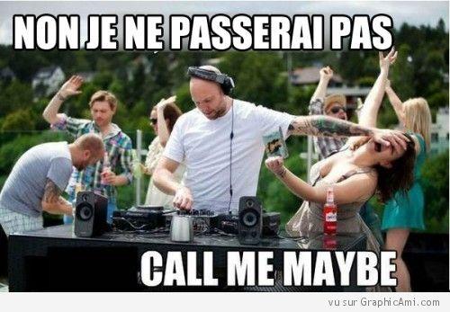 Le DJ se bagarre avec une fille qui souhaite qu'il passe Call Me Maybe, le DJ finira t-il par craquer et jouera t-il la chanson de Carly Rae Jepsen ?