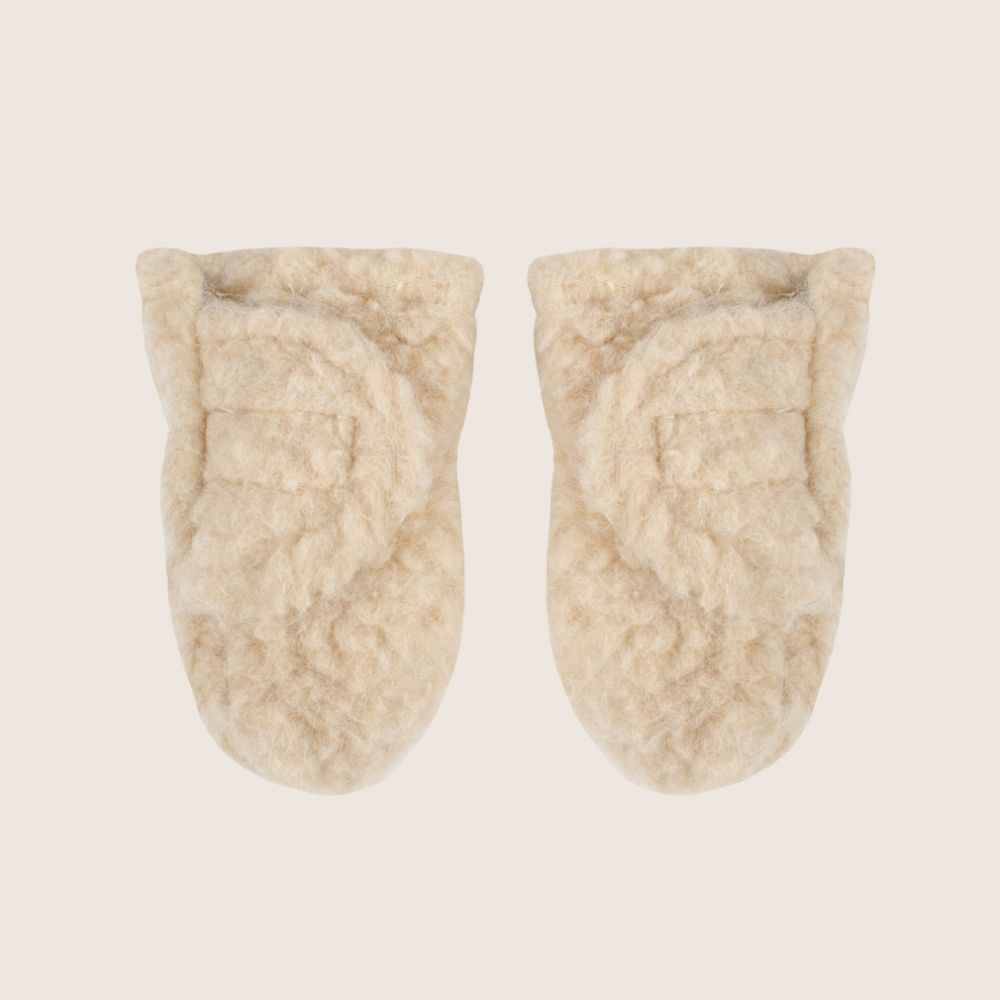 Lovely pair of wooly mittens made from 100% merinos wool. Available to shop at www.fancykids.com #FancyKids #London #Fashion #Kids #Eco #Cotton #Natural #Babies