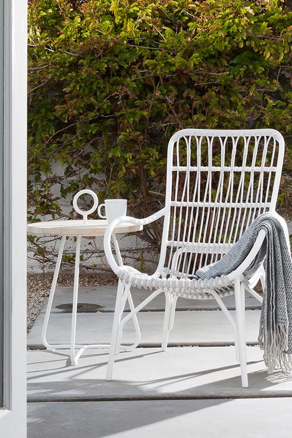 Despite Its Size Medan Is Light Making It Easy To Move Around And Lounge Where You Ple Indoor Outdoor Furniture Porch Chairs Mid Century Modern Lounge Chairs