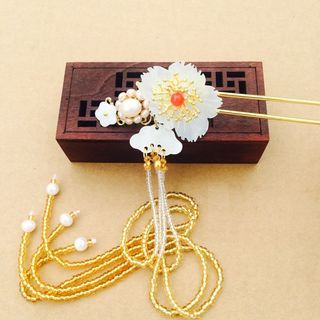 Buy HelloDear Flower Dangling Hair Pin at YesStyle.com! Quality products at remarkable prices. FREE WORLDWIDE SHIPPING on orders over US$ 35.