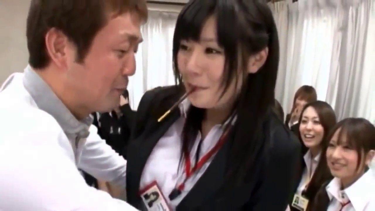 Горячие девочки впубличном порно видео