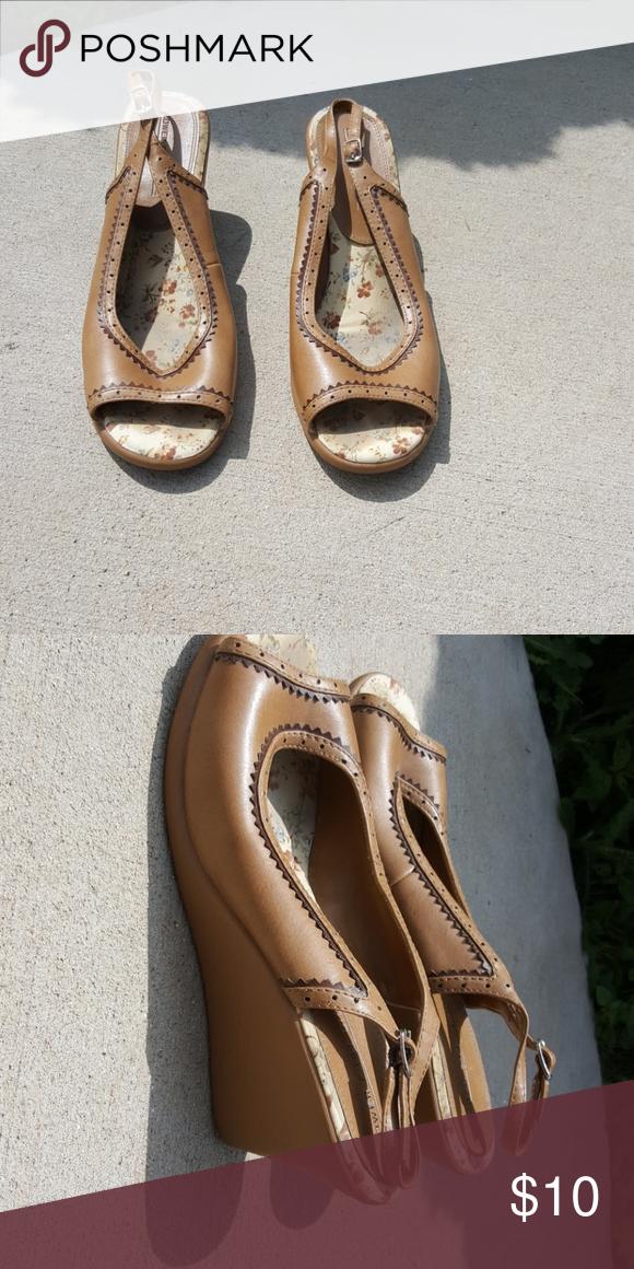 8258d5d12 Lower East Side wedge sandals Open toe. Sling back. Adjustable back. 3