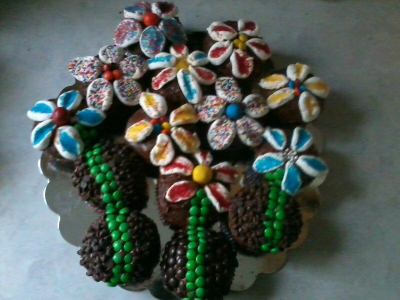 Flower cupcakes made with marshmallows