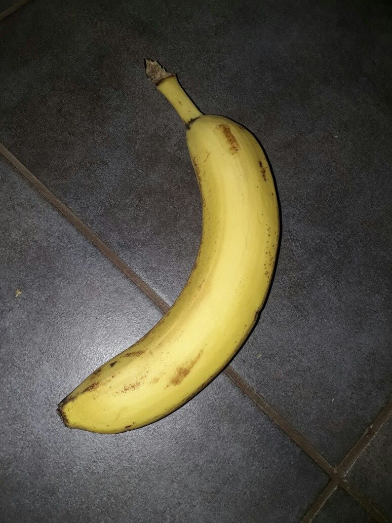 Banaani ohje: mene lähimpään rautakauppaan ja kysy saanks banskun? Sitten saat banaanin ja voit vaikka istua sen päälle