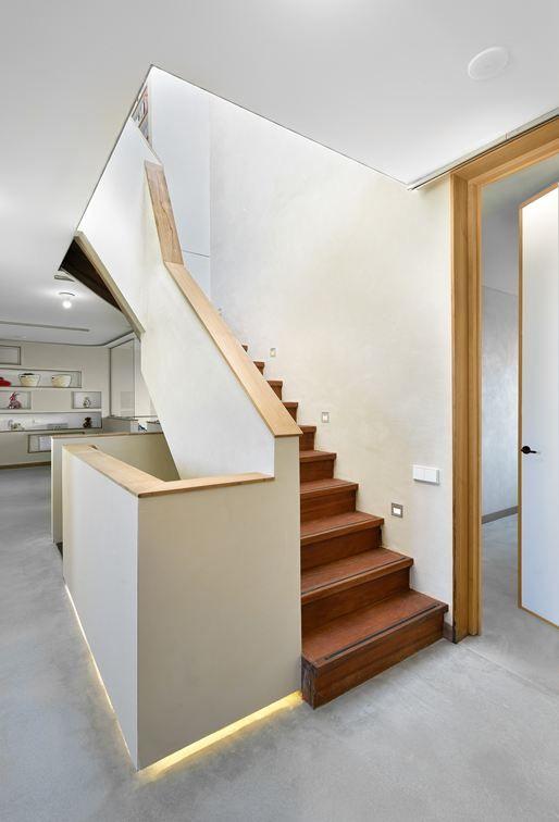 Villa treppenhaus modern  Treppenhaus aus Holz mit Betonboden | Wohnen und Deko | Pinterest ...