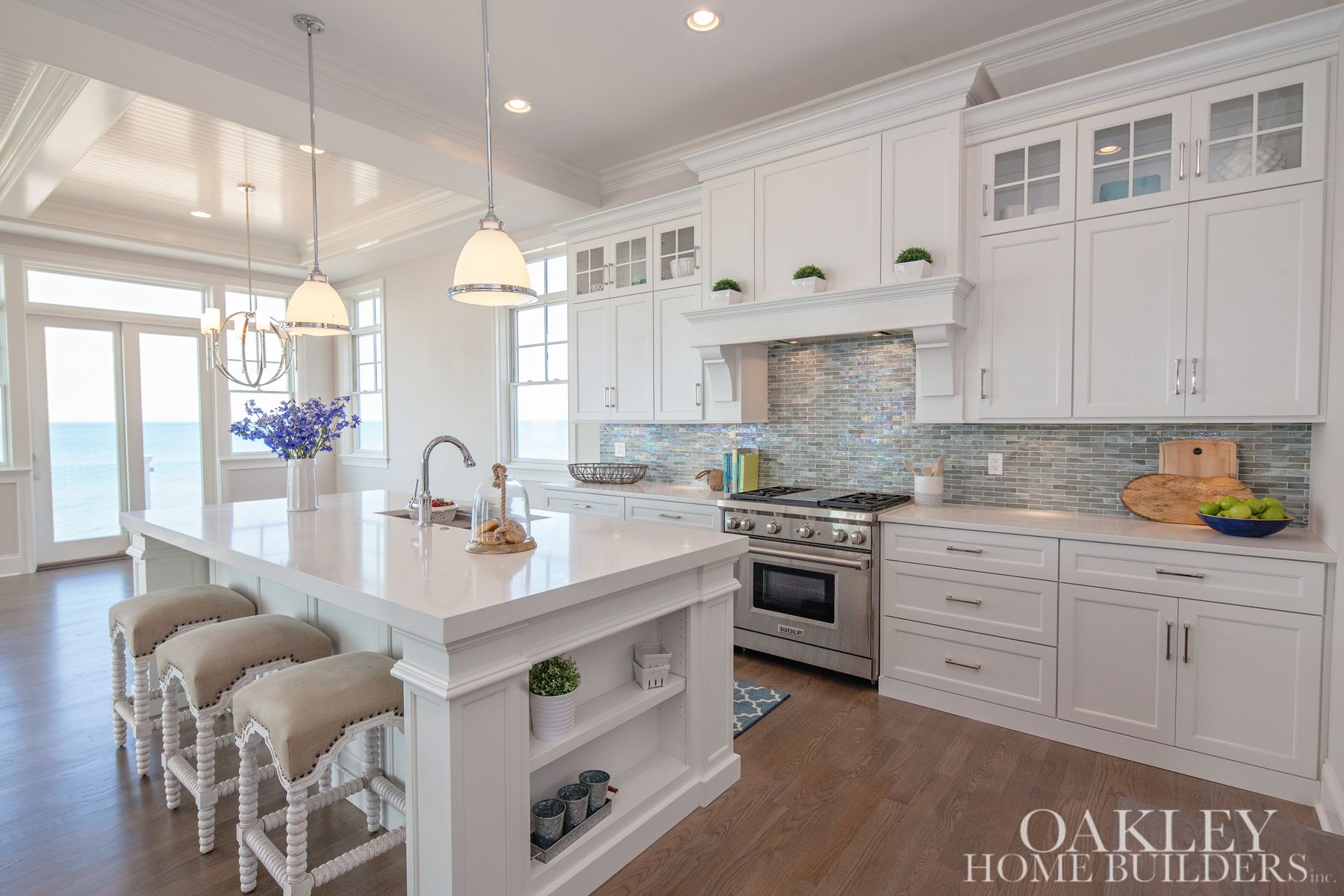 Beautiful White Kitchen, Home Builder\'s site with quite a few ...
