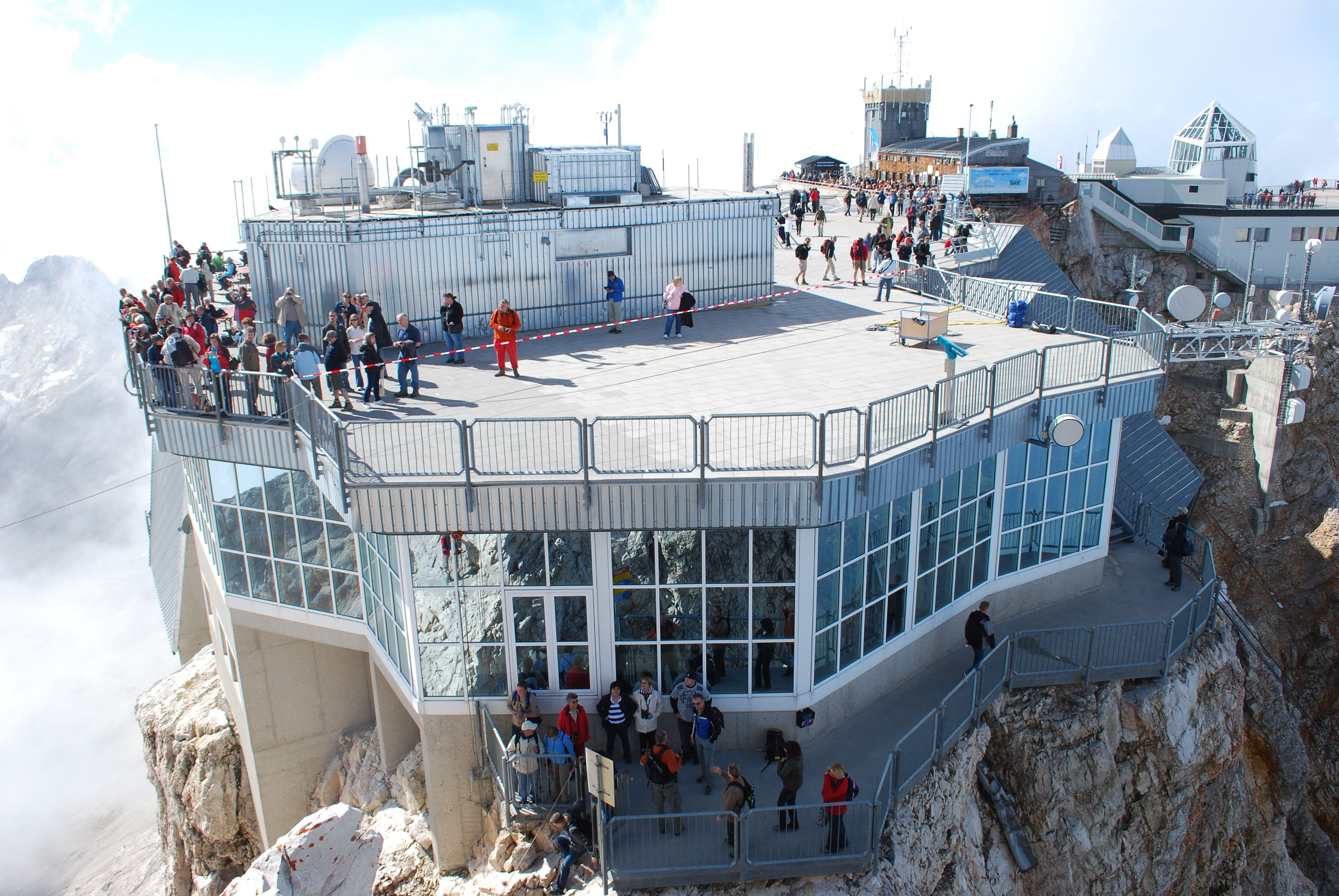 File Top Of Zugspitze Buildings Jpg Wikimedia Commons Zugspitze Vacation Time Places To Travel