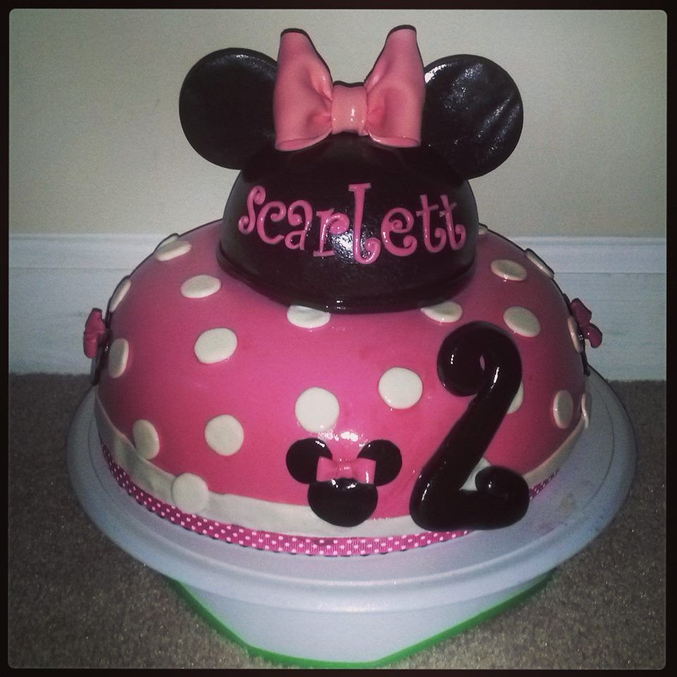 Toddler girl pink Minnie Mouse birthday cake Kids birthday