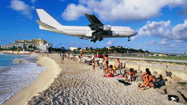 St Maarten S Extreme Airport A Caribbean Paradise For Thrill Seekers Aviation Enthusiasts Abc News