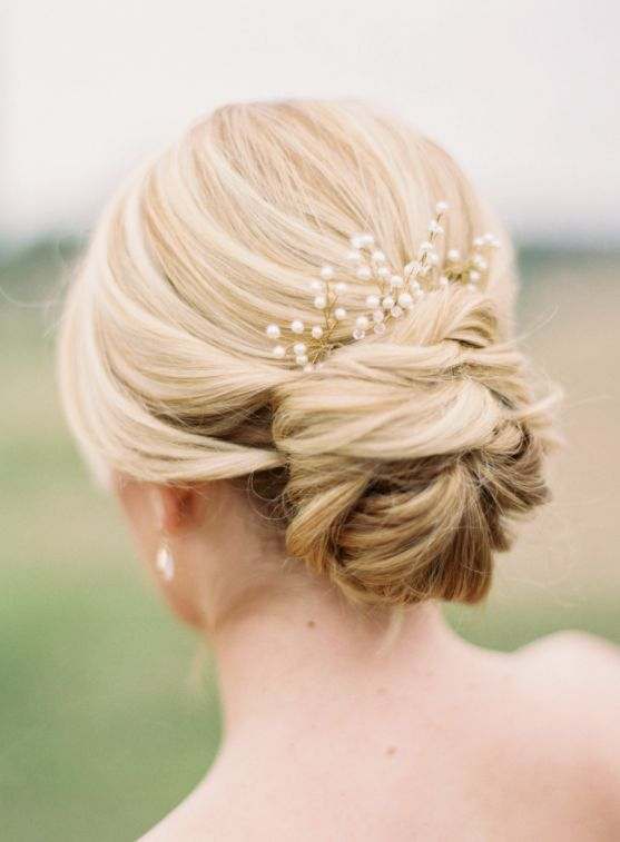Wedding hairstyle idea; Featured Photographer: Jessica Gold Photography
