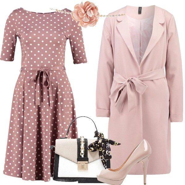Un delizioso abito a pois bianchi su fondo rosa accompagnato da un cappotto  in tinta con 0dfa3acf707