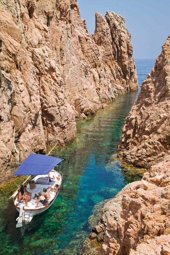 Espectacular La Cala De Aigua Xelida Entre Begur Y Fornells Viene Muy Bien Indicado De Camino A La Playa De Aiguablav Viajes Destinos Viajes Viajar Por España