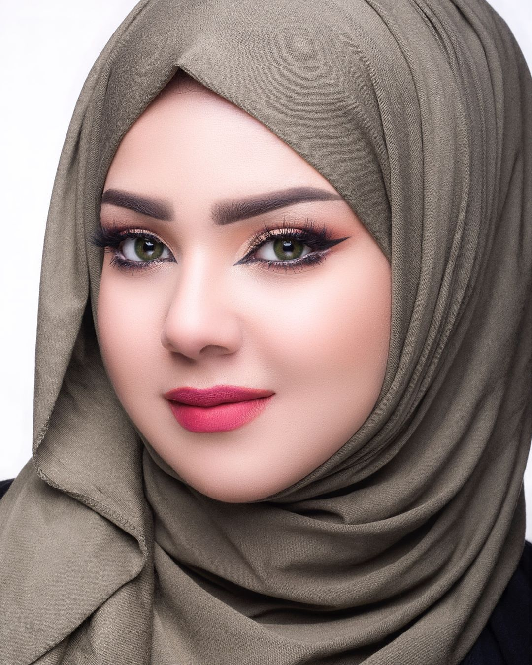 Gambar Mungkin Berisi 1 Orang Dekat Beautiful Muslim Women