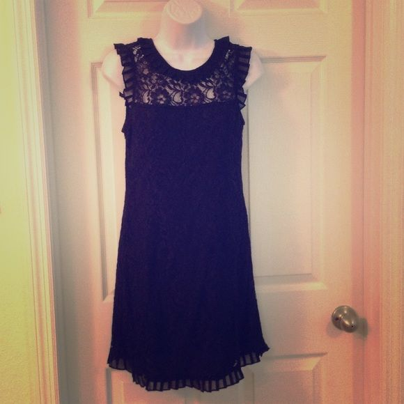 Minuet black lace dress open back lined medium I absolutely hate to part with this dress! It is so flattering! There is a side zipper, tie back, and it is lined with a see through neck line and tiny ruffles trimming the edges. Minuet Dresses