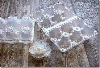 Photo of Come realizzare una ghirlanda natalizia con i contenitori in plastica delle uova
