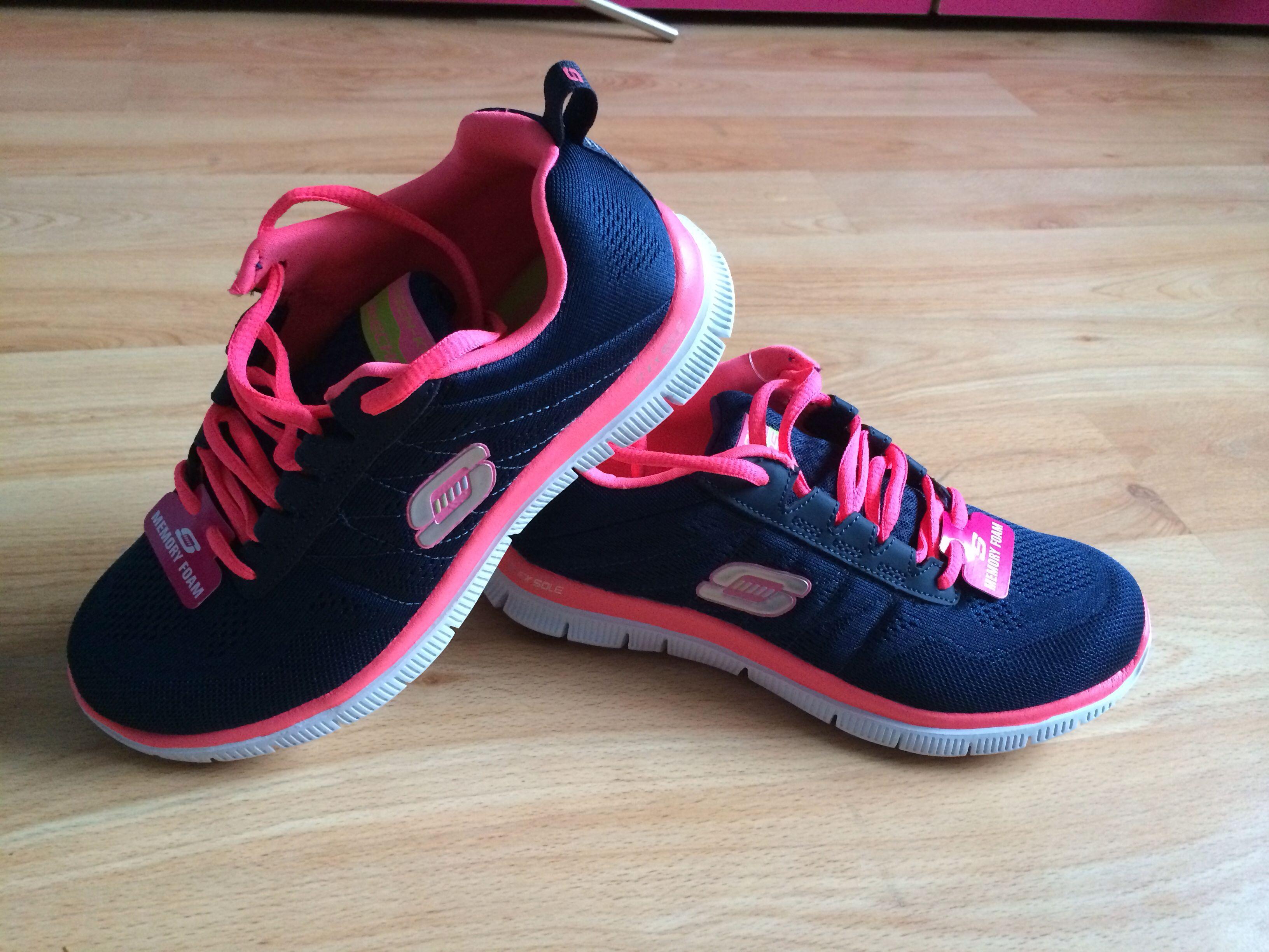 vestíbulo pegatina mamífero  My new babies! Memory foam make them sooooo comfortable - Skechers Flex  Appeal with Memory Foam | Zapatos, Tenis