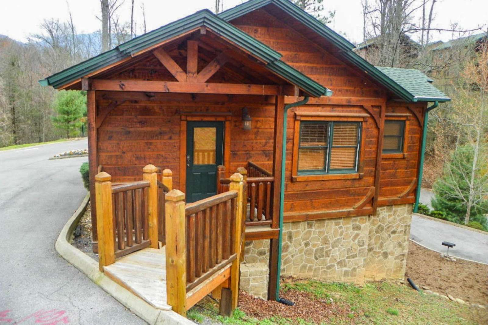 cabin elk pigeon es tennessee springs for rent forge secluded hideaway resort ht in cabins
