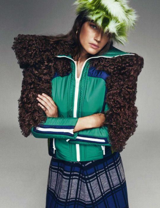 Sube El Volumen Publication: Elle Spain December 2017 Model: Eugenia ...