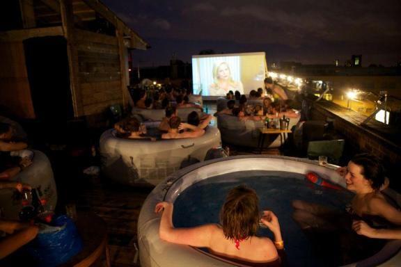 iDesignMe-Hot Tub Cinema-1 http://idesignme.eu/2013/07/hot-tub-cinema-london/ #London #pool #tub #hottub #roof #summer2013 #summer #England #amazing #trends #movie #cinema #party